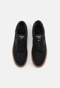 Reebok Classic - CLUB C COAST UNISEX - Sneakersy niskie - black/white - 3