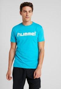 Hummel - GO LOGO - T-shirts print - bluebird - 0