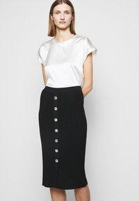 Pinko - PATTINAGGIO GONNA - Pouzdrová sukně - black - 3
