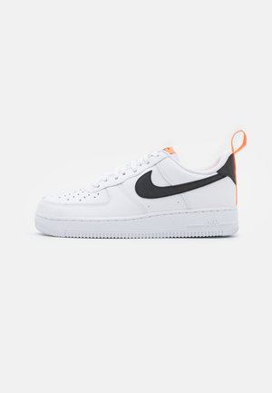 AIR FORCE 1  - Matalavartiset tennarit - white/black/total orange/reflect silver