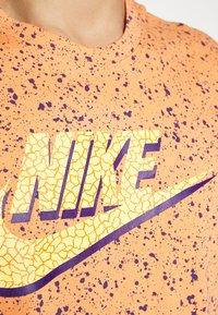 Nike Sportswear - PRINT PACK - Camiseta estampada - orange trance - 4