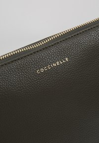 Coccinelle - BEST CROSSBODY SOFT - Clutch - reef - 6