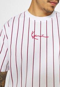 Karl Kani - SMALL SIGNATURE UNISEX  - T-shirt con stampa - white - 5