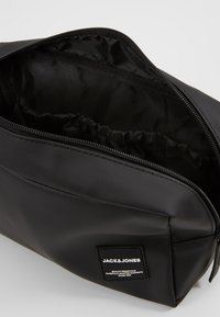 Jack & Jones - JACPETE TOILETRY BAG - Trousse de toilette - black - 5