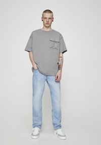 PULL&BEAR - Slim fit jeans - light blue - 1