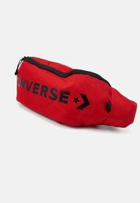 Converse - WORDMARK CROSS BODY UNISEX - Ledvinka - red - 3