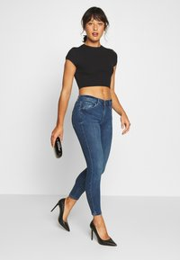 Vero Moda Petite - VMTERESA MR JEAN  - Jeans Skinny Fit - dark blue denim - 1
