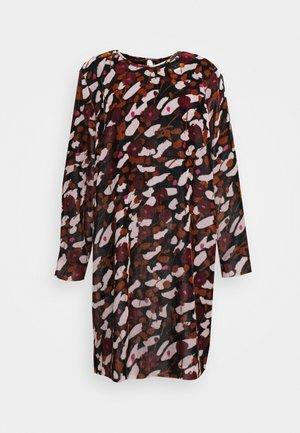 KUMPARE KESÄHEINÄ DRESS - Denní šaty - rose/black