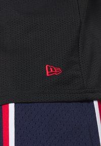 New Era - NBA CHICAGO BULLS OVERSIZED APPLIQUE TEE - Klubové oblečení - black - 3