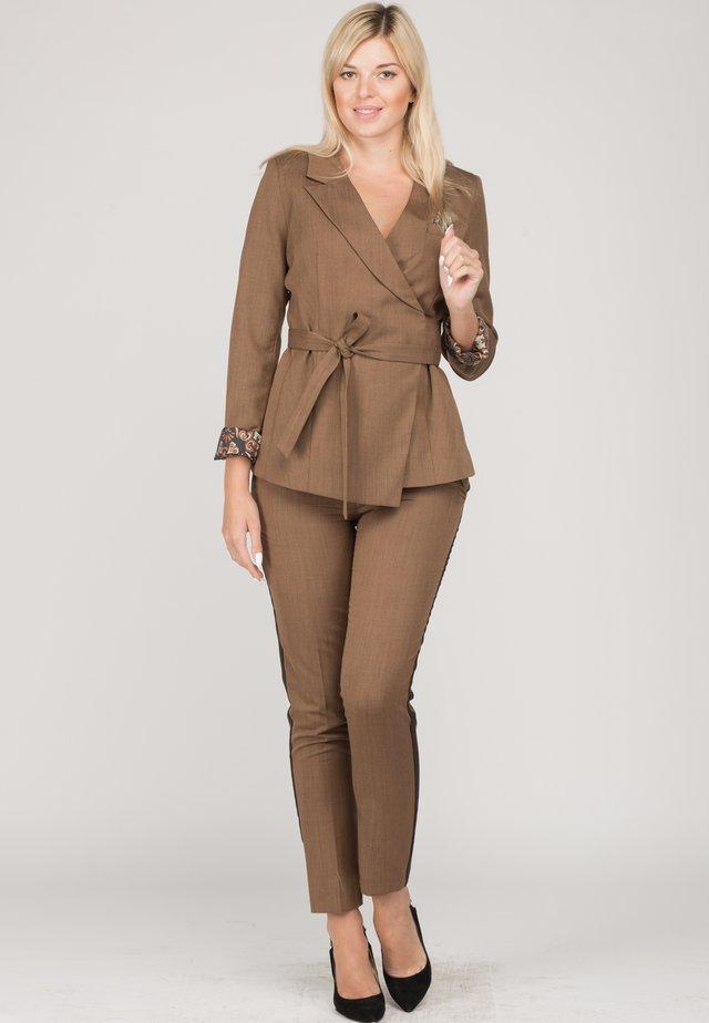 SET - Blazer - brown