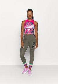 Nike Performance - PRINTED TANK PALM - Top - worn brick/watermelon/white - 1