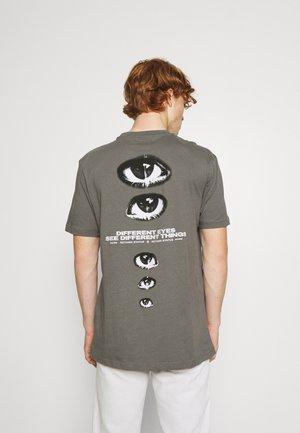 UNISEX - T-shirt med print - quiet shade