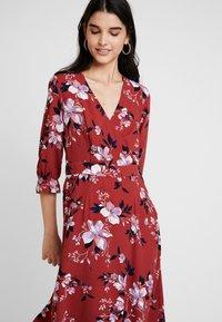 Vero Moda - VMREEDA V NECK DRESS - Day dress - cowhide - 3