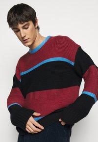 Paul Smith - GENTS CREW NECK - Jumper - dark red/black/blue - 4