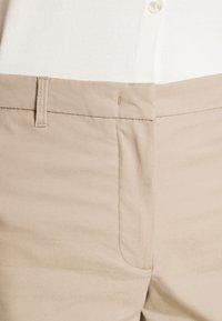 Marks & Spencer London - CHINO - Shorts - camel - 4