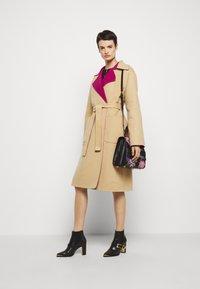 Alberta Ferretti - Klasický kabát - pink/beige - 1