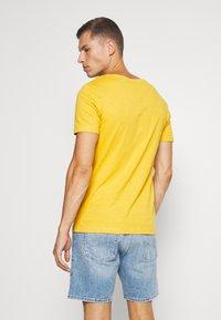 Pier One - T-shirt - bas - light yellow - 2