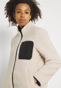 Vero Moda - VMANDREA JACKET - Winter jacket - birch/black - 3