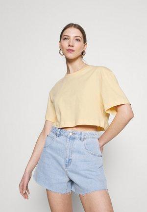 CROP VOLUME  - Basic T-shirt - pale yellow