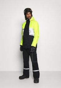 DC Shoes - DEFY JACKET - Snowboard jacket - syndicate white - 1