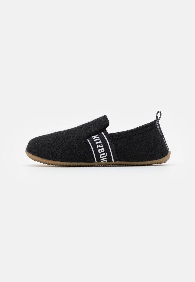 T-MODELL SCHRIFTZUG UNISEX - Pantoffels - schwarz