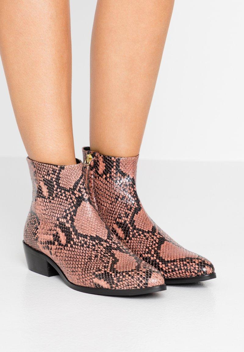 TWINSET - Ankelstøvler - pink mousse