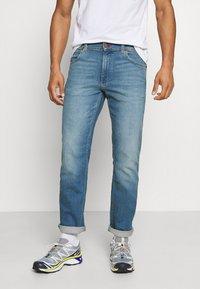 Wrangler - GREENSBORO - Straight leg jeans - hemp town - 0
