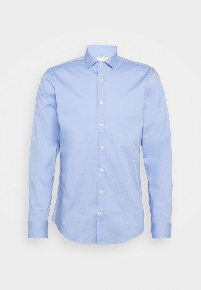 FILLIAM - Chemise classique - light blue