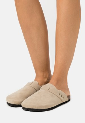 REX STUD CLOSED TOE MULE - Slippers - neutral