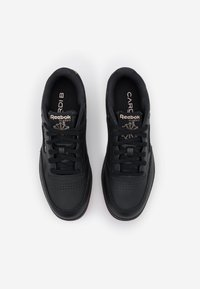 Reebok Classic - CARDI COATED CLUB C DOUBLE MID SNEAKER - Trainers - core black/dynamic red/rose gold - 5