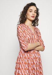 Progetto Quid - DRESS  - Vestido camisero - pink/orange - 4