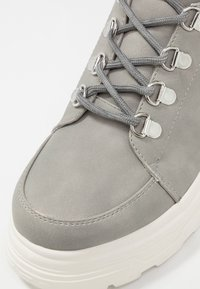 New Look - CHUNK - Plateaustøvletter - mid grey - 2