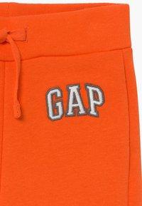 GAP - TODDLER BOY LOGO - Trousers - sport orange - 3