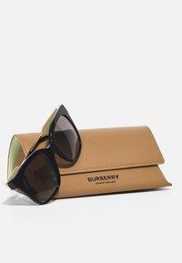 Burberry - Solglasögon - black - 3
