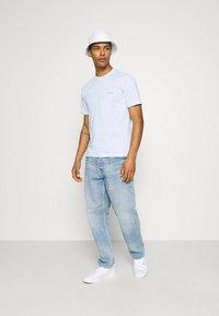 Calvin Klein - CHEST LOGO - T-shirt basic - blue - 1
