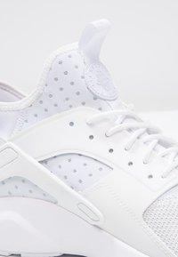 Nike Sportswear - AIR HUARACHE RUN ULTRA - Trainers - white - 5