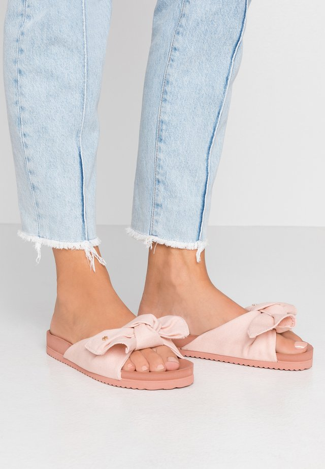 POOL SOFT - Sandalias planas - dirty rose