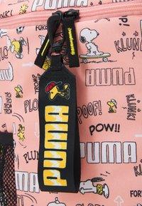 Puma - PEANUTS BACKPACK UNISEX - Batoh - apricot blush - 4