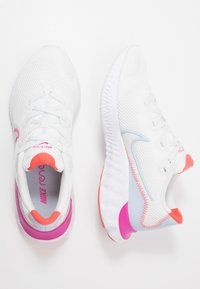 Nike Performance - RENEW RUN - Nøytrale løpesko - summit white/ember glow/hydrogen blue/fire pink/white/ - 1
