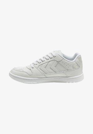 POWER PLAY - Sneakersy niskie - white