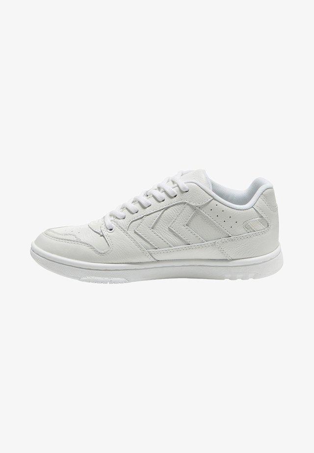 POWER PLAY UNISEX - Sneakersy niskie - white
