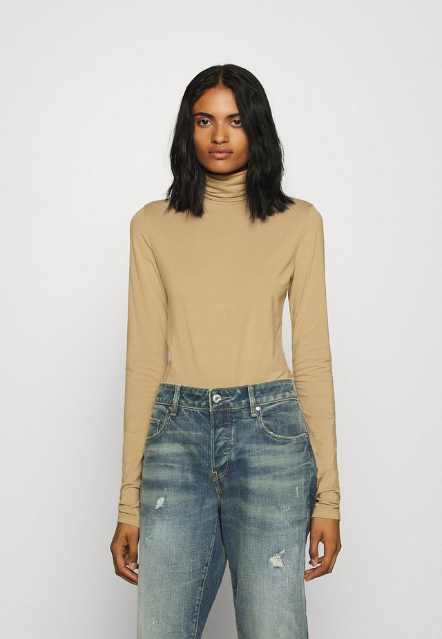 CHIE TURTLENECK - Long sleeved top - camel