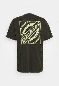 Dickies - BOX TEE - Printtipaita - olive green - 7
