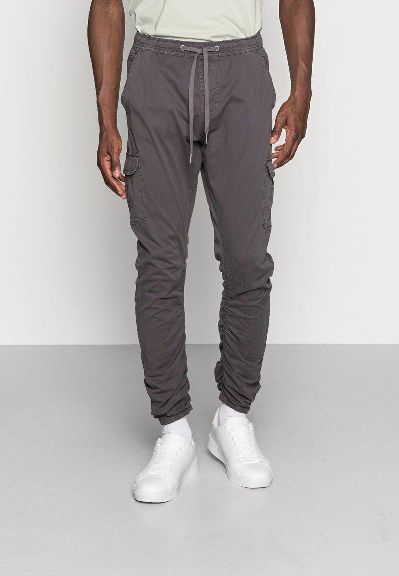 INDICODE JEANS - LAKELAND - Pantaloni cargo - dark grey
