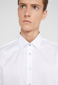 Sand Copenhagen - GORDON - Formal shirt - optical white - 5