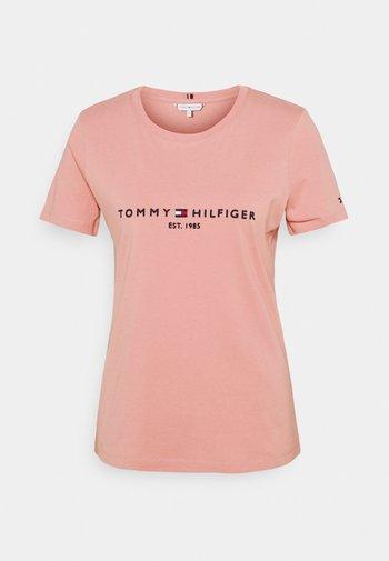 REGULAR TEE - T-shirts med print - soothing pink