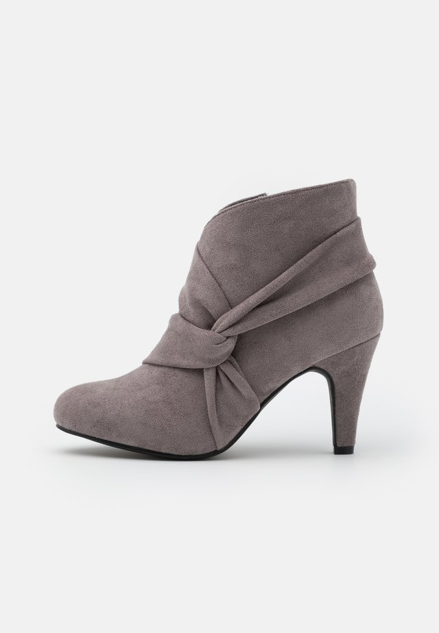WIDE FIT WINDING - Ankle boots - grey