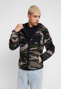 Hollister Co. - EXTERIOR SHERPA  - Fleece jacket - green camo - 0