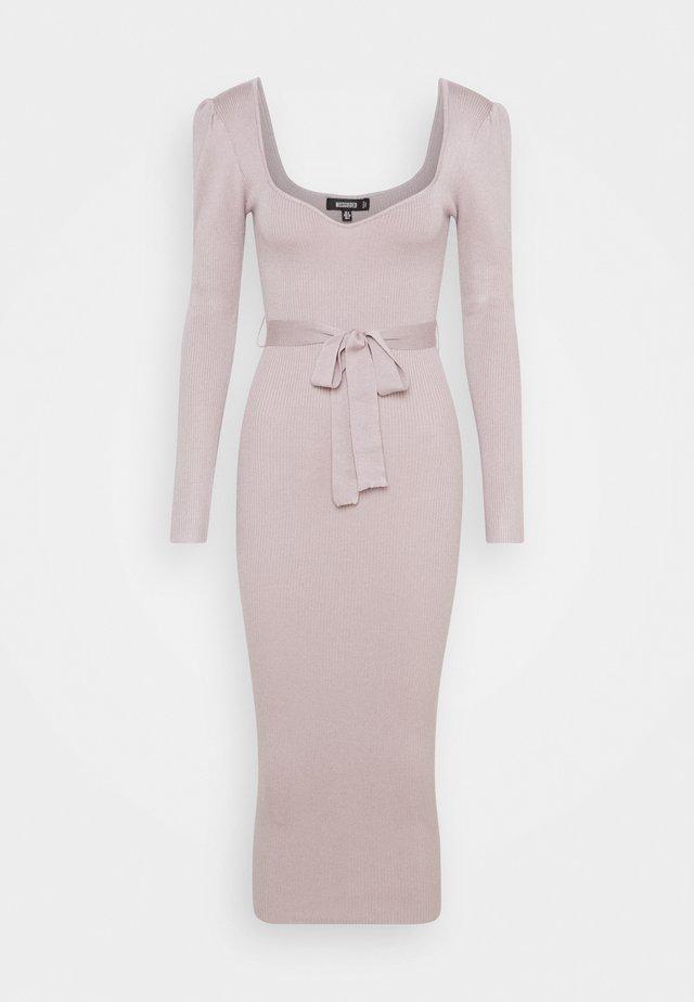 SWEETHEART BELTED MIDAXI DRESS - Gebreide jurk - lilac