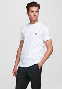 KARL LAGERFELD - IKONIK - Camiseta básica - white - 0